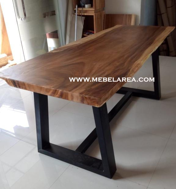 Furniture Meja Trembesi Kaki Besi Jepara