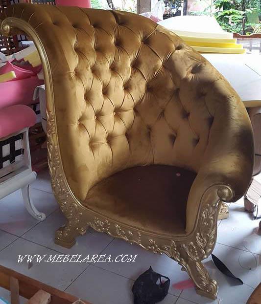 kursi sofa ukiran mewah gaya eropa warna emas