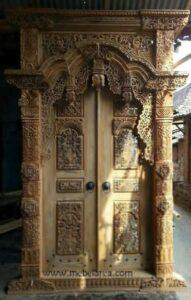 Pintu Gebyok Ruang Tengah