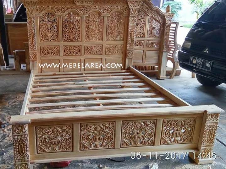 Furniture Tempat Tidur Ukir Gebyok Jepara